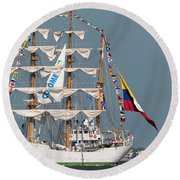 Sailing By The Battery Round Beach Towel