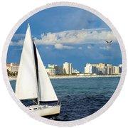 Sailing Destin, Fl Round Beach Towel