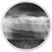 Sailing In Black And White Round Beach Towel