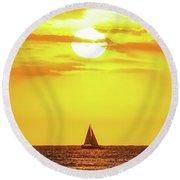 Sailing In Hawaiian Sunshine Round Beach Towel