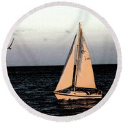 Sailing Off Of Diamond Head Round Beach Towel