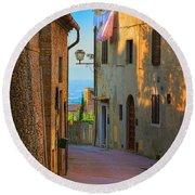 San Gimignano Alley Round Beach Towel