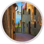 San Gimignano Alley Round Beach Towel