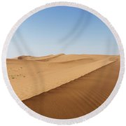 Sand Dunes In United Arab Emirates Desert Round Beach Towel