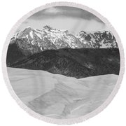 Sangre De Cristo Mountains And The Great Sand Dunes Bw Round Beach Towel