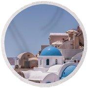 Santorini Church In Oia Round Beach Towel