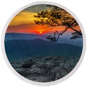 Scarlet Sky At Ravens Roost Round Beach Towel