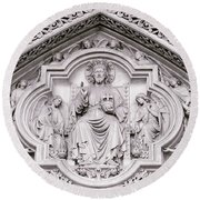 Sculpture Above North Entrance Of Westminster Abbey London Round Beach Towel