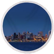 Seattle Skyline In Twilight With Clear Sky Round Beach Towel