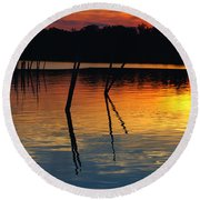 Shallow Water Sunset Round Beach Towel