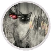 Siamese Cat In Black And White Round Beach Towel
