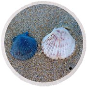 Side By Side Shells Round Beach Towel