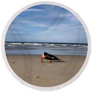 Side Crow Round Beach Towel