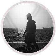Silhouette Of A Couple  Round Beach Towel