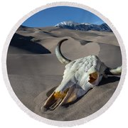 Skull At The Great Sand Dunes Round Beach Towel