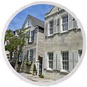 Small Colonial Style Homes Round Beach Towel