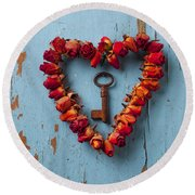 Small Rose Heart Wreath With Key Round Beach Towel