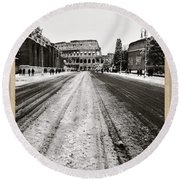 Snow At The Colosseum - Rome Round Beach Towel