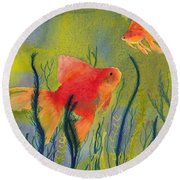 Something Fishy Going On Round Beach Towel