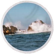 Spectacular Waves Smashing On The Rocks At Milford Sound Fjord O Round Beach Towel