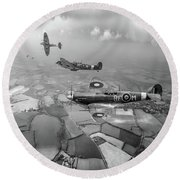 Spitfire Sweep Black And White Version Round Beach Towel