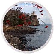 Split Rock Berries Round Beach Towel