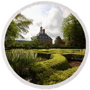 Spring At The Governor's Palace Round Beach Towel