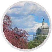 Spring In Washington And Dressed In Scaffolding Round Beach Towel
