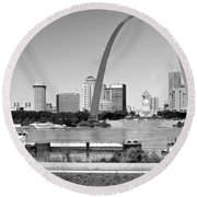 St Louis City Scape In Black And White Round Beach Towel