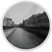 St Petersburg Waterway - Black And White Round Beach Towel