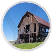 Standing Old Wooden Barn  Round Beach Towel