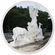 Statue In Front Of Arlington Hotel, Hot Springs, Ar Round Beach Towel