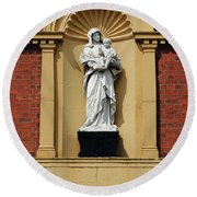 Statue Of Mother And Child Round Beach Towel