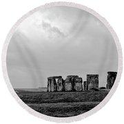 Stonehenge - B/w 1 Round Beach Towel