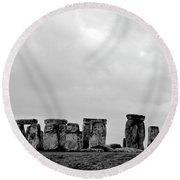 Stonehenge - B/w 2 Round Beach Towel