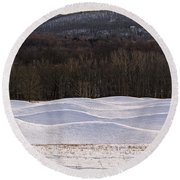 Storm King Wavefield In Snowy Dress Round Beach Towel