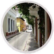 Street In Colombia Round Beach Towel