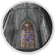 Structures Of St. Patrick Cathedral Bw Round Beach Towel