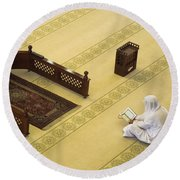 Studying The Quran Round Beach Towel