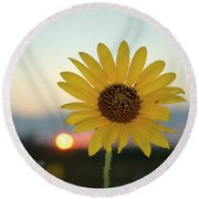 Sun Flower At Sunset Round Beach Towel