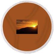Sunrise In The Whites Round Beach Towel