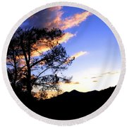 Sunset In The Highlands Round Beach Towel