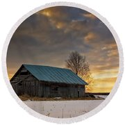 Sunset On The Snowy Fields Round Beach Towel