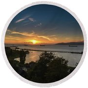 Sunset Over The Columbia River Round Beach Towel