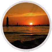 Sunset Silhouettes At Grand Haven Michigan Round Beach Towel