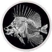 Surgeonfish Skeleton In Silver On Black  Round Beach Towel