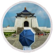 Taipei Lady Umbrella Round Beach Towel