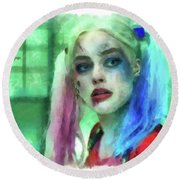 Talking To Harley Quinn - Aquarell Style Round Beach Towel