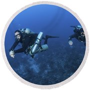 Technical Divers With Equipment Round Beach Towel