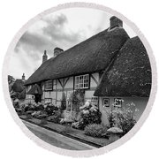 Thatched Cottages Of Hampshire 22 Round Beach Towel
